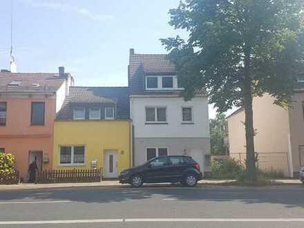 Großzügiges Mehrfamilienhaus mit 3 vermieteten Wohnungen direkt an der Oslebshauser Heerstraße!