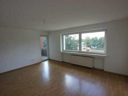 Helle und attraktiv geschnittene 3 Zimmer-Wohnung mit Balkon - Dinslakener Hagenbezirk !