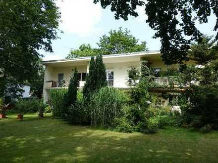 Komplett saniertes Reihenhaus (Mittelhaus) im Grünen in ruhiger Wohnlage (Nebenstraße, WEG))