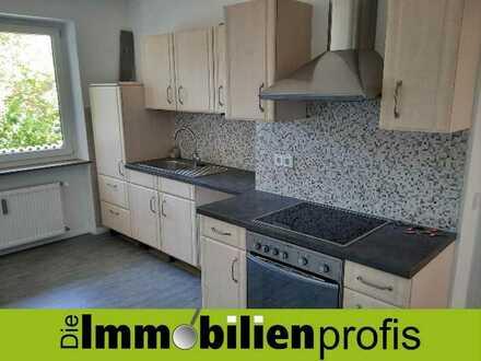 Sanierte Erdgeschosswohnung mit Einbauküche, Terrasse und Gartennutzung
