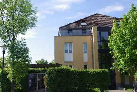 Schönes Wohnen im Sonnengarten - Charmante Dachgeschosswohnung mit großem Sonnenbalkon!
