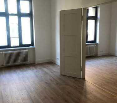 Erstbezug: Schöne Top-renovierte Wohnung in denkmalgeschütztem Haus im Herzen des Bahnhofsviertels