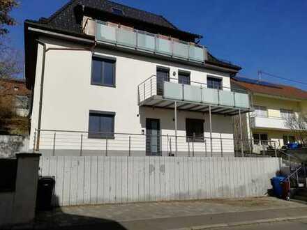 Freundliche, modernisierte 3,5-Zimmer-EG-Wohnung mit Einbauküche und Balkon in Albstadt