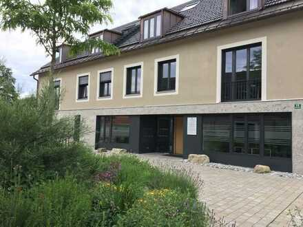•Helle, sonnige und sehr schöne Drei-Zimmer-Dachgeschoß-Wohnung mit Dachgalerie und Südbalkon