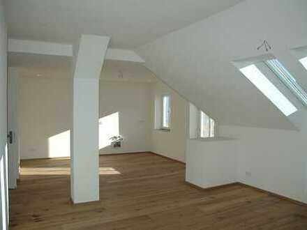 Großzügig Wohnen mit Neubaustandard!Geräumige 3 Zimmer Dachgeschosswohnung in sehr guter Lage von Un