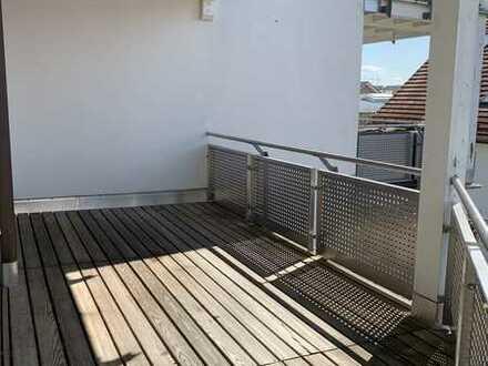 Lichtdurchflutete 3-Zimmer-Wohnung mit großem Balkon in Gilching