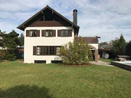 Liebhaberstück - Freistehendes Einfamilienhaus mit großem Garten und Pool