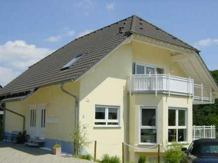 **Schicke Dachgeschoss Wohnung mit großem Südbalkon