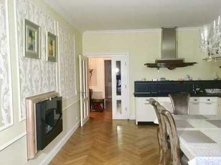 Exklusive, sanierte 5-Zimmer-Wohnung mit Loggia, 2 Balkonen und EBK in Oberkassel