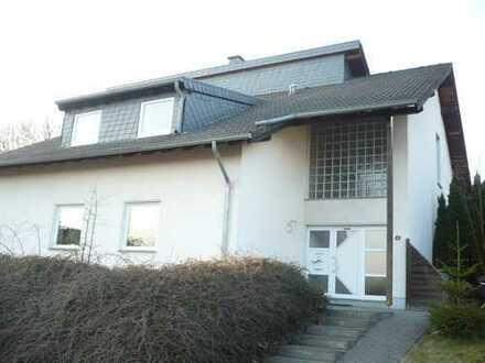 Günstige, gepflegte 3-Zimmer OG-Wohnung mit Balkon in Flammersfeld