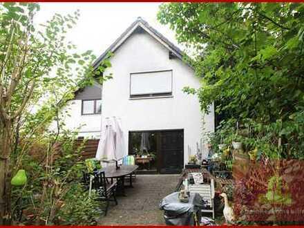 In der Stadt wohnen und die direkte Rheinnähe geniessen? Doppelhaushälfte mit grossem Garten.