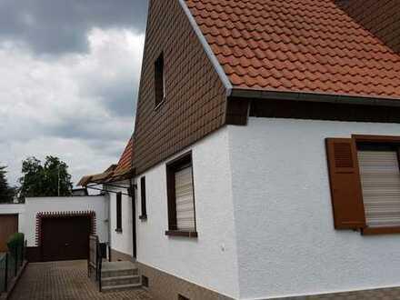 Gepflegte Doppelhaushälfte mit schönem Grundstück und Ausbaupotential