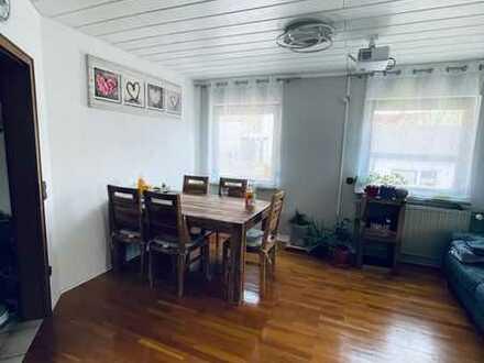 Schöne 3-Zimmer-EG-Wohnung mit Balkon und EBK in Lenningen