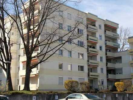 Geräumige, gut geschnittene 3-Zi-Wohnung im 5. OG mit hübscher Teilsee- und Bergsicht in Überlingen
