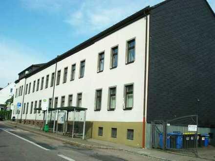 Verwaltungsgebäude, Garagenhof und Imbiss