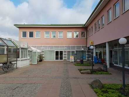 Gewerbeimmobilie mit Einzelhandels- und Büroflächen mit Entwicklungspotential