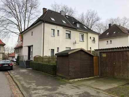 Schnuckelige Doppelhaushälfte mit Garage in Lünen ! Zwei Wohnungen vorhanden !
