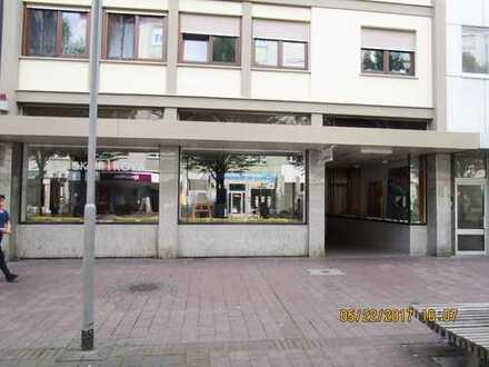 Großflächiges Büro/Praxis/Laden mitten in der Ludwigshafener Innenstadt