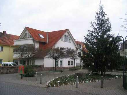Gepflegte, helle 2-Zimmer-Dachgeschosswohnung mit Balkon und EBK in Dreieich-Götzenhain