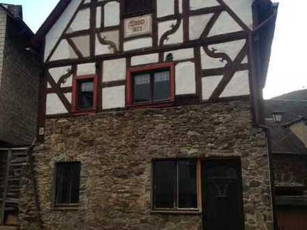 Erschwingliches kleines Haus zur Miete in Burgen