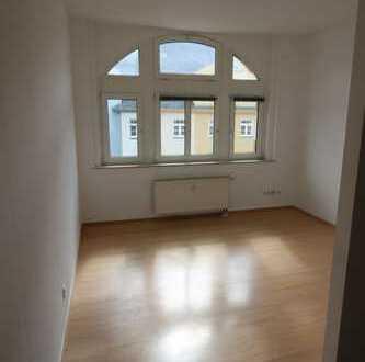 2 Raum mit Balkon, Wanne und Einbauküche
