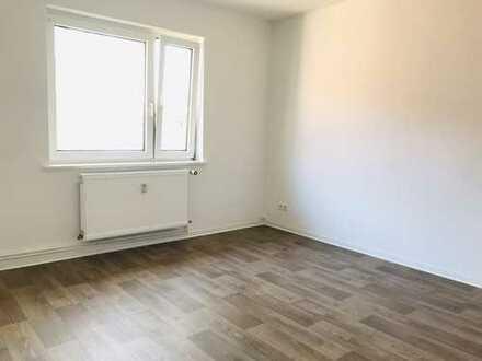 🚧 FRISCH RENOVIERT 👷 Geräumige 4-Zimmer Wohnung mit Balkon und Tageslichtbad