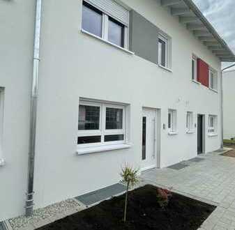 modernes 6-Zimmer-Reihenhaus mit Einbauküche, Carportstellplatz & Gartenhaus