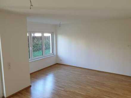Helle geräumige 3-R-Wohnung mit Tageslichtbad und Terrasse mit Gartenanteil