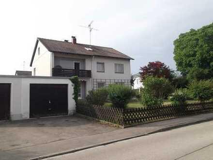 Zweifamilien- Wohnhaus mit großem Garten in schöner Lage - Eckgrundstück