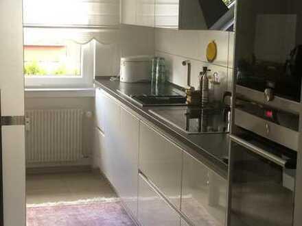 Helle Etagenwohnung 4 Zimmer+Balkon+Stellplatz+Keller