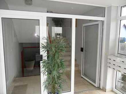 Helle und gepflegte 5-Raum-Büroetage mit Küche, 2 Toiletten und Archiv