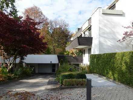 Top-Lage: Stilvolle 3-Zimmer-Wohnung mit Terrasse und offenem Kamin in Harlaching, München
