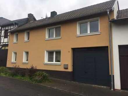 Haus-alter Hof mit Innenhof und Scheune, Wachtberg OT