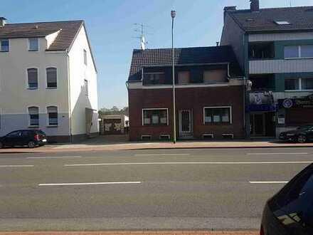 ZWANGSVERSTEIGERUNG- Wohnung mit Dachterasse im Zweifamilienhaus!
