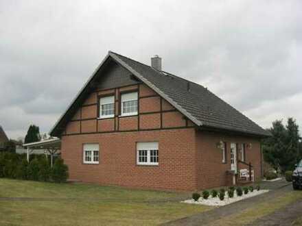 Modernisiertes Einfamilienhaus mit zwei Garagen und Gästehaus in Bad Bodenteich