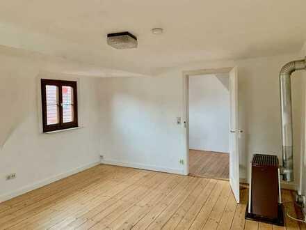Charmante, helle 1,5-Zimmer-Dachgeschosswohnung mit Einbauküche in Mössingen