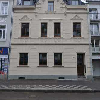 Helle 4-Zimmer-Wohnung Maisonettewohnung mit Balkon in Düsseldorf -Eller