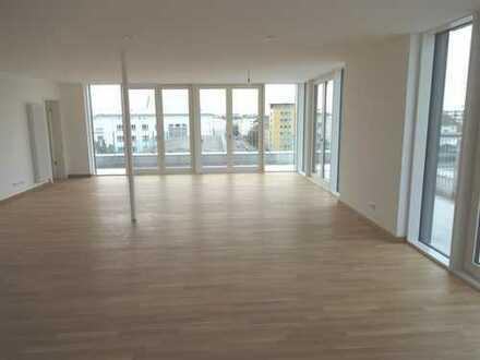 Außergewöhnliche 3,5 Zimmer Penthousewohnung ab sofort frei!