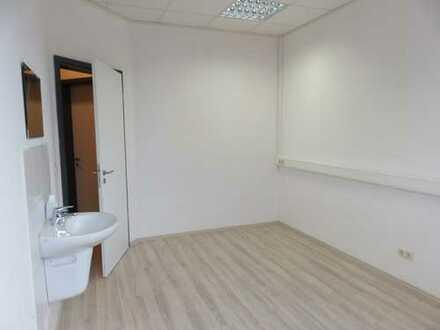 Heller und freundlicher Büro-/Praxisraum mit ca. 14 m² zu vermieten