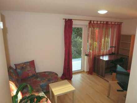 Vollmöbliertes Zimmer mit großer Terrasse und Bad in 2-WG mit Teeküche vorzugsweise an WE-Heimfahre
