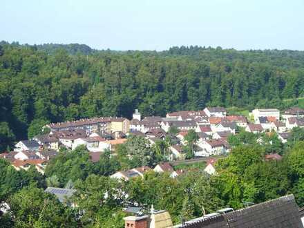 Gemütliche, sonnige 2-Zimmer-Erkerwohnung mit Balkon in Kämpfelbach/Ersingen