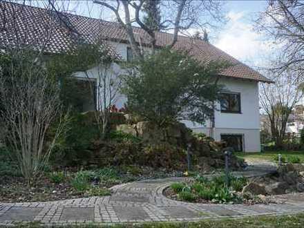 Modernisiertes Einfamilienhaus mit verträumtem Garten in toller Lage von Grünstadt!