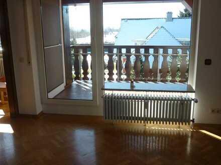Gepflegte Dachgeschosswohnung mit viereinhalb Zimmern sowie Balkon und Einbauküche in Bad Dürrheim