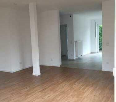 Schöne, geräumige vier Zimmer Wohnung in Bielefeld, Schildesche