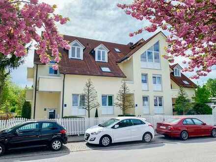 In der Lerchenau: Gepflegte 4-Zi.-Maisonette mit Wintergarten und TG-Einzelstellplatz