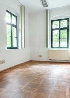 Sonnige 6 Büroräume mit Parkettfußboden in ruhiger & grüner Umgebung!