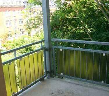 Tolle 2-Raum mit EBK, Balkon & Laminat!!!
