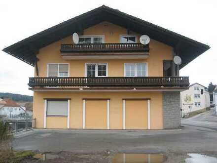 Außergewöhnliches Mehrfamilienhaus mit Gewerbeeinheit / Ladengeschäft in sehr guter Lage in Zwiesel