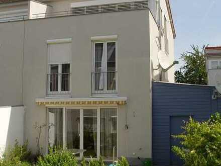 Gepflegte Doppelhaushälfte mit fünf Zimmern und EBK in Binzen, Binzen