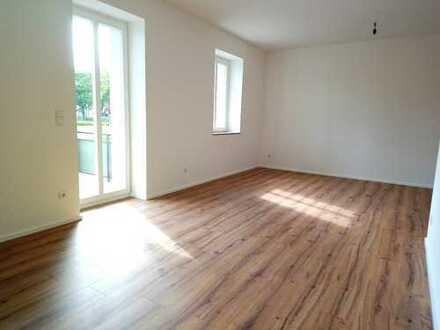 !! Letzte 4-Raum-Wohnung, Erstbezug nach Sanierung, mit PKW-Stellplatz und großem Süd-West-Balkon !!